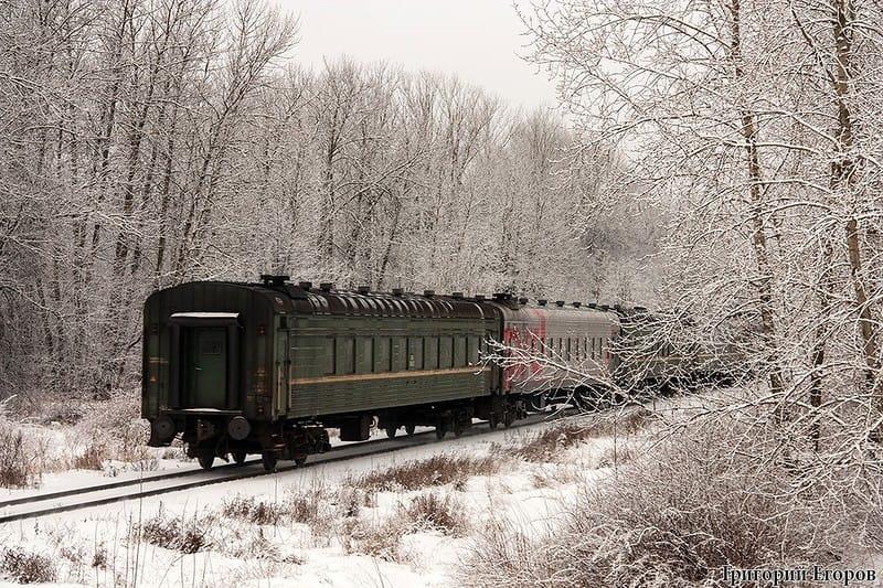 поездом N1702
